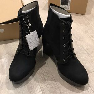Zara boots in black size 8 or 39euro, new